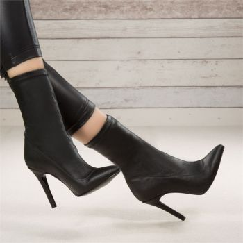 Verigas Black Artificial Leather Thin Heels Boots