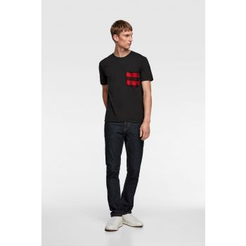 T-SHIRT WITH CONTRAST POCKET