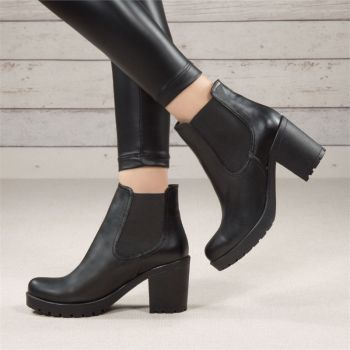 Ovata Black Rubber Thick Heeled Boots