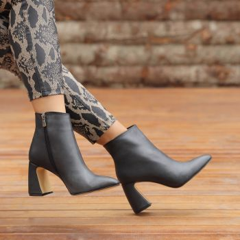 Lanester Black Pointed Toe Thick Heels Boots