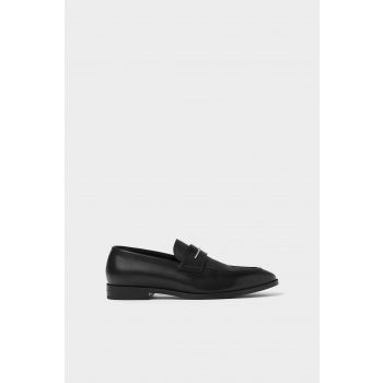 SMART BLACK LOAFERS WITH METALLIC APPLIQUÉ