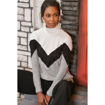Women Black / White V Block Turtleneck ALC-016-173-AZ
