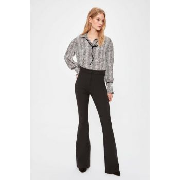 Black Spanish Hem Trousers TWOAW20PL0576