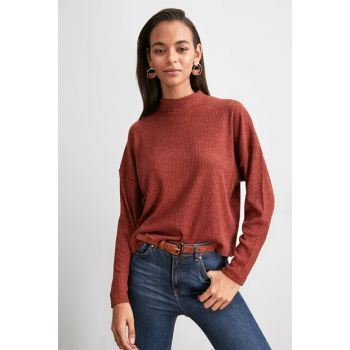 Cinnamon Upright Collar Knitted Blouse TWOAW20BZ1100