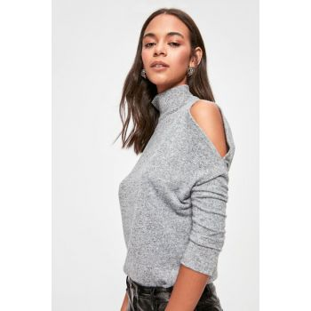 Gray Shoulder Low-cut Neck Collar Knitted Blouse TWOAW20BZ1003