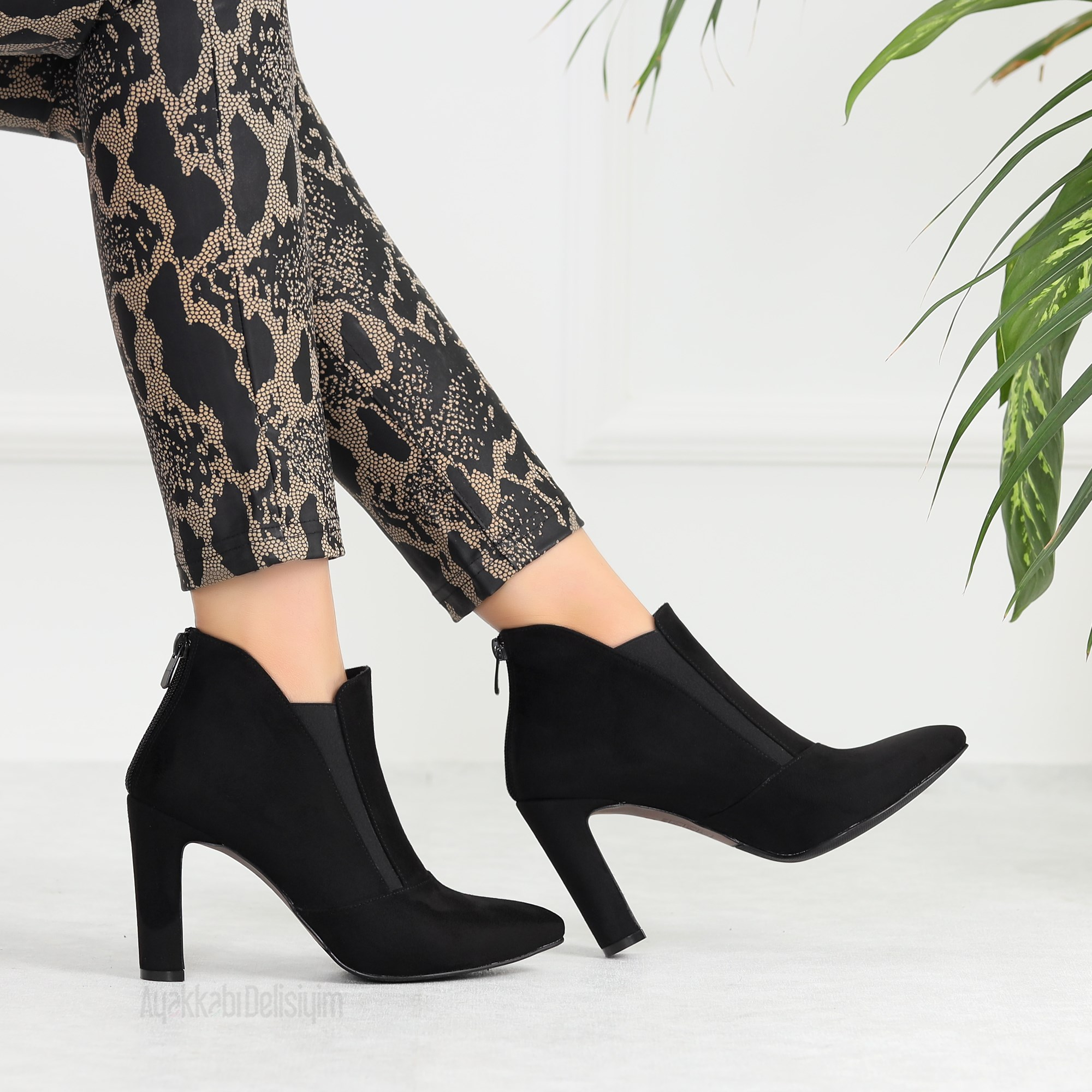 Evlasi Suede Black Pointed Toe Boots