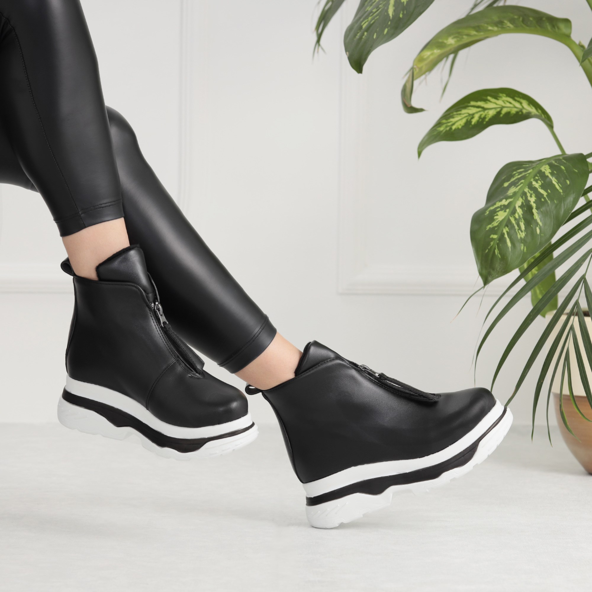 Enril Concealed Padding Thick Sole Black Sport Boots