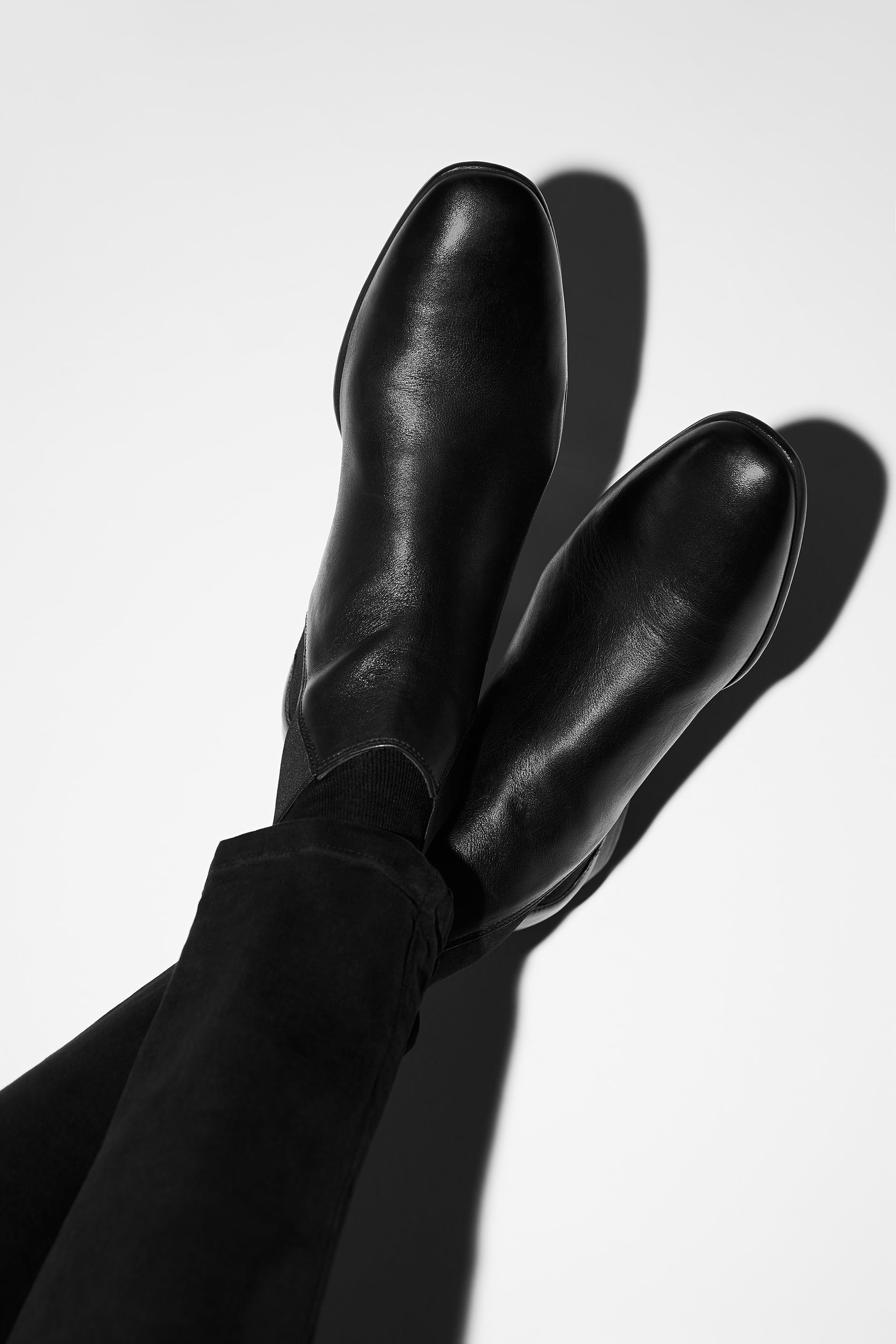 SOFT BLACK LEATHER ANKLE BOOTS