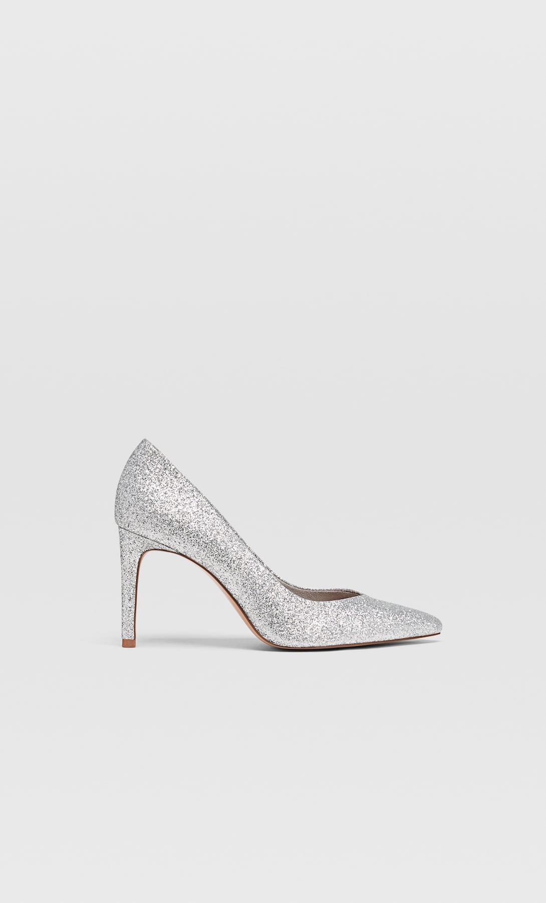 Silvery heeled shoes