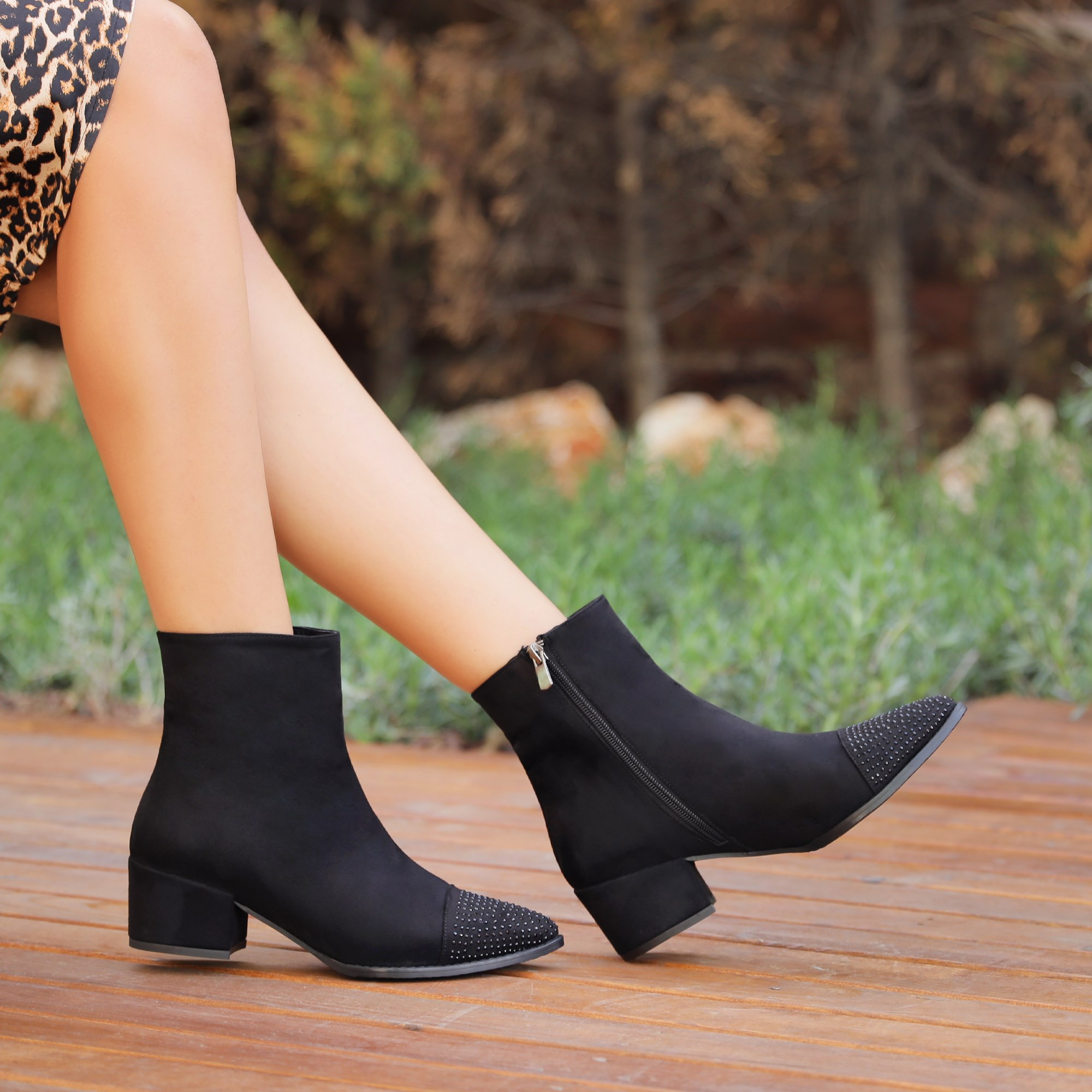 Cardboard Black Stone Thick Heeled Boots