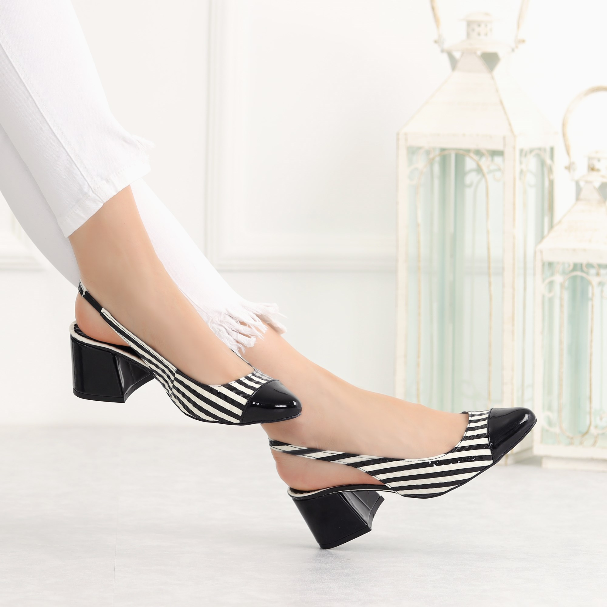 Nasin Patent Leather Black Short Heeled Flats