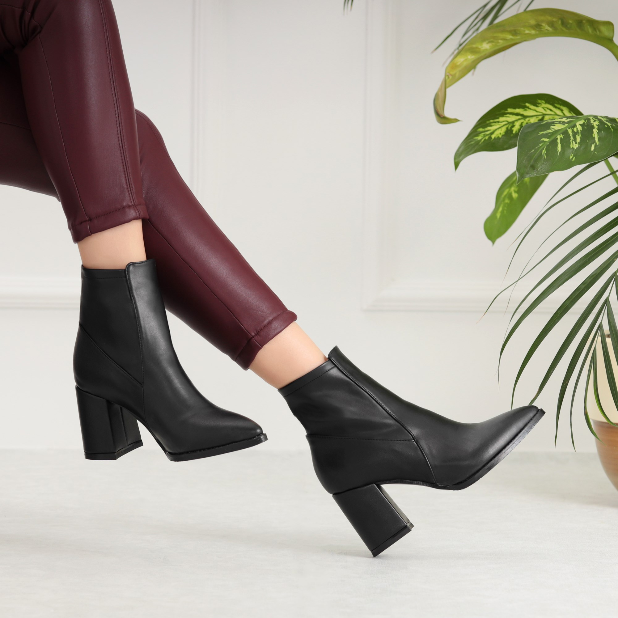 Norsina Black Pointed Toe Heels Boots
