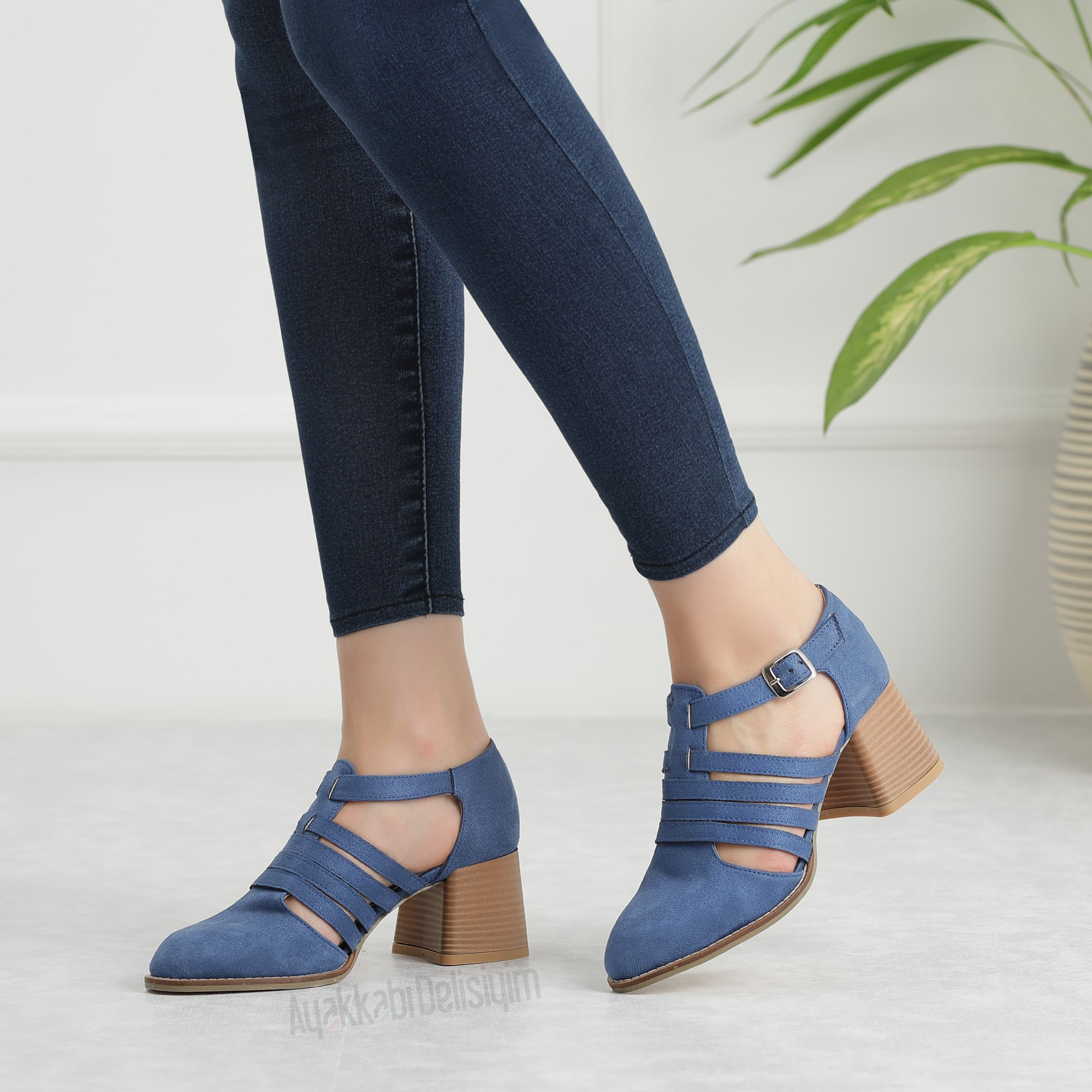 Navy Blue Thick Heeled Shoes