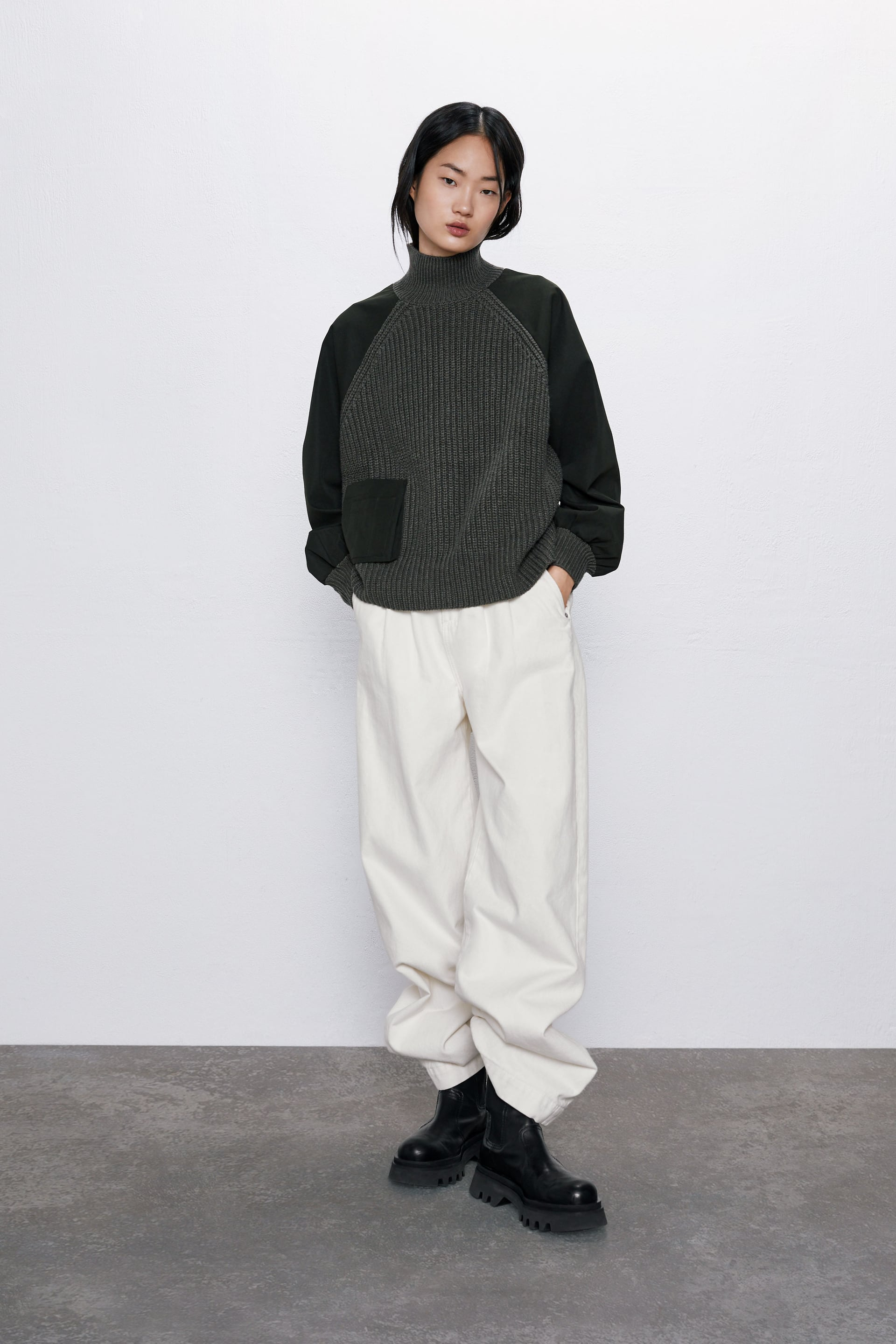 CONTRAST SWEATER WITH POCKET