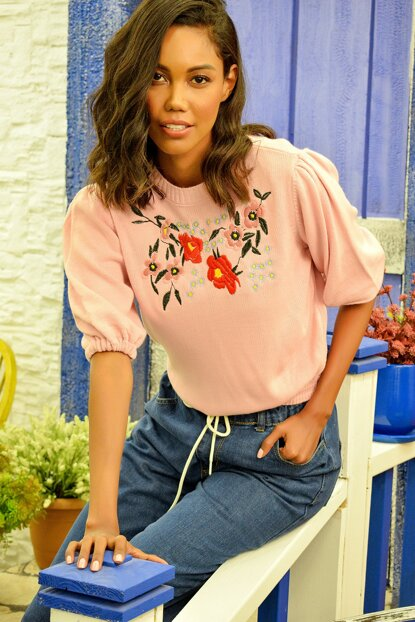 Women's Pink Crew Neck Embroidered Sweater Blouse ALC-Y2728