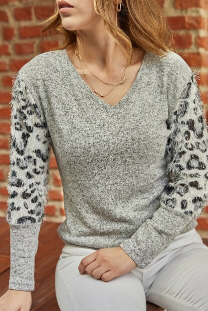 Women's Gray Handle Leopard Pattern Sweater 9YXK2-41826-03