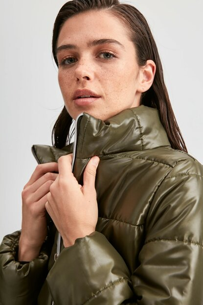 Khaki Zipper Closure Upright Collar Inflatable Crop Coats TWOAW20MO0088