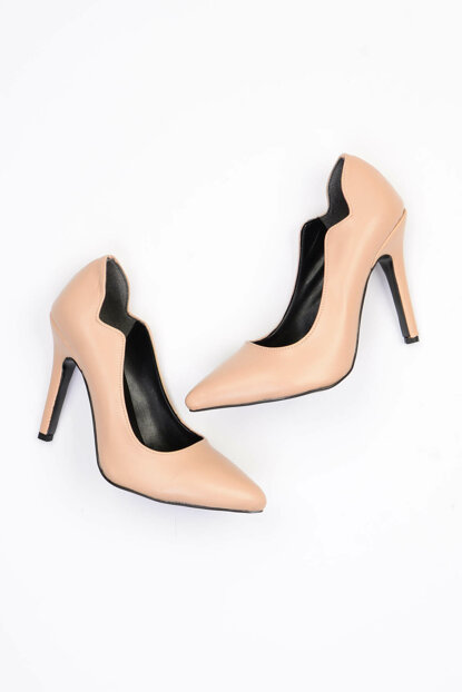 Ten Women's Heeled Shoes G0447174509