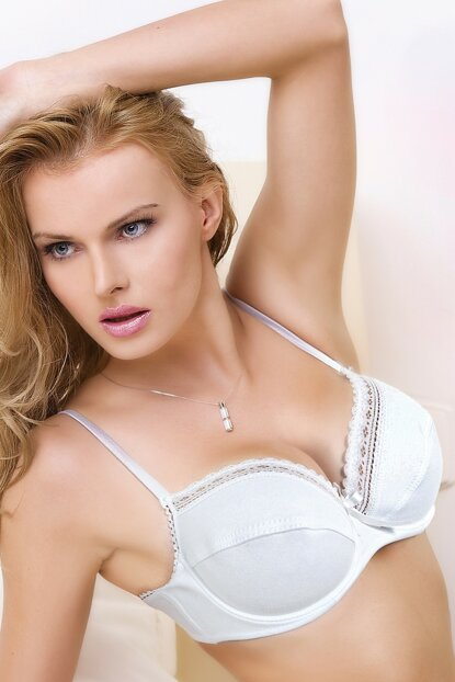 Empty cup with lacy minimizer bra 148-006580