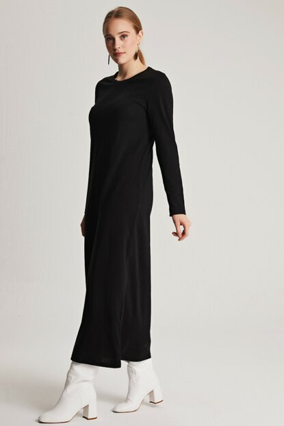 Women Black Basic Dress with Natural Fabric E7001