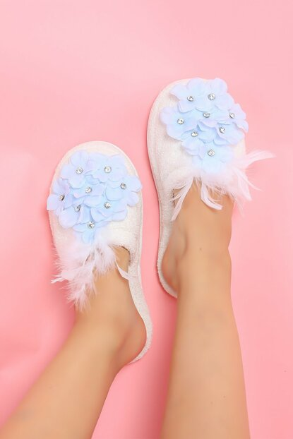 15018 Lohusa Slipper with Blue Flowers