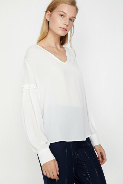 Women's Ecru Sleeve Detailed Blouse 9KAK63844EW