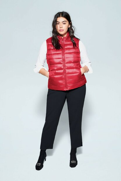Women's Red Quilted Zipper Vest 67080518