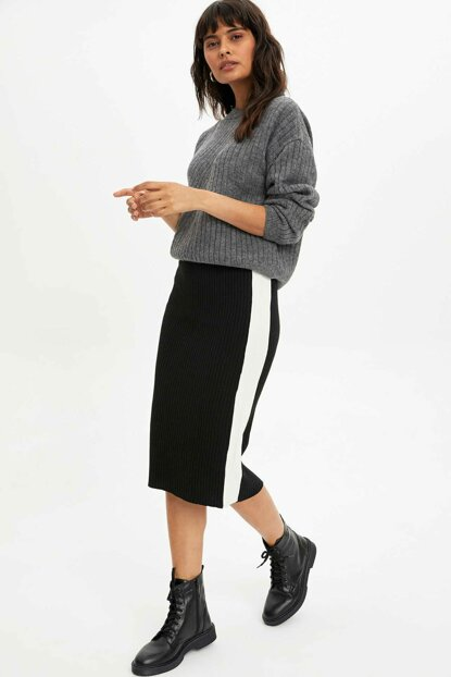 Women's Black Striped Slim Fit Sweater Skirt L8854AZ.19WN.BK27